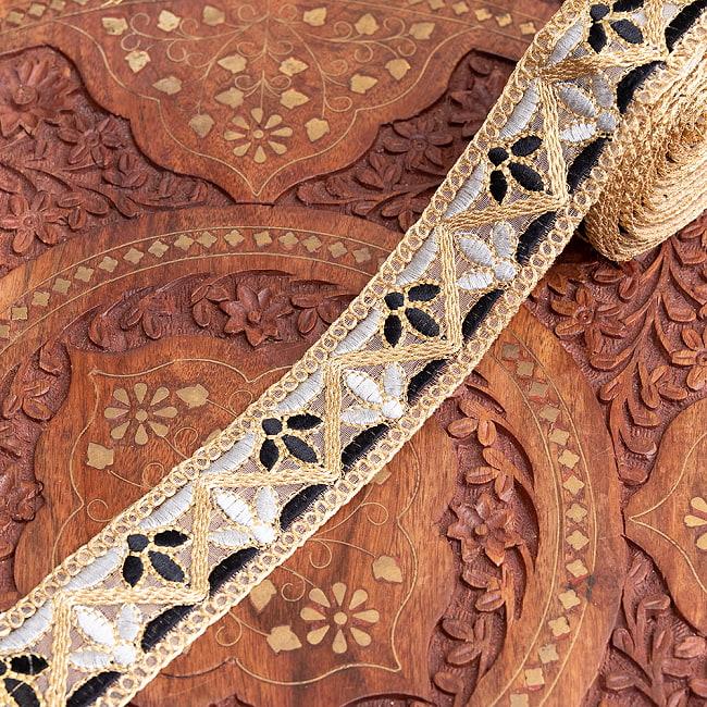 約9m チロリアンテープ ロール売 - 金糸が美しい 更紗模様のゴータ刺繍  〔幅:約4cm〕 - みつ葉 10 - 3:モノトーン
