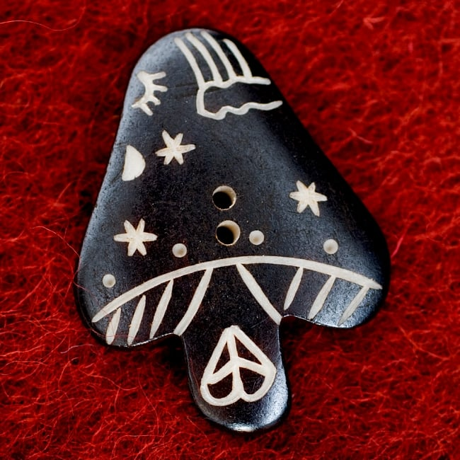 水牛の角ボタン[5個セット] - きのこ - 約4cm ×約3cm 2 - 表面です。