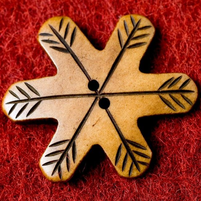 水牛の角ボタン[5個セット] - 白・四角 2 - 表面です。
