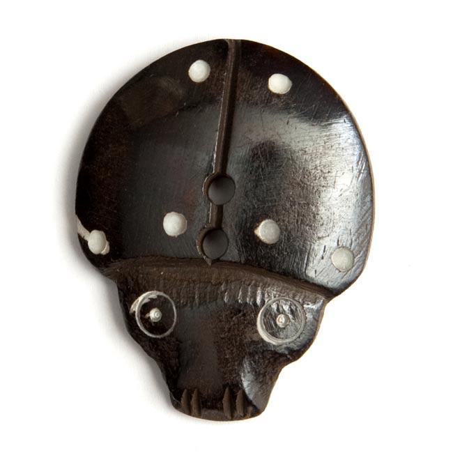 水牛の角ボタン[5個セット] - てんとう虫- 約4cmの写真