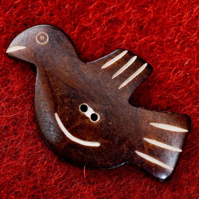 水牛の角ボタン[5個セット] - 約5cm×約3cm - 鳥 2 - 表面です。