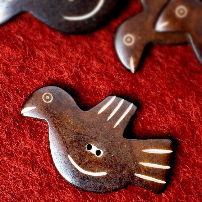 水牛の角ボタン[5個セット] - 鳥 - 約5cm×約3cmの写真
