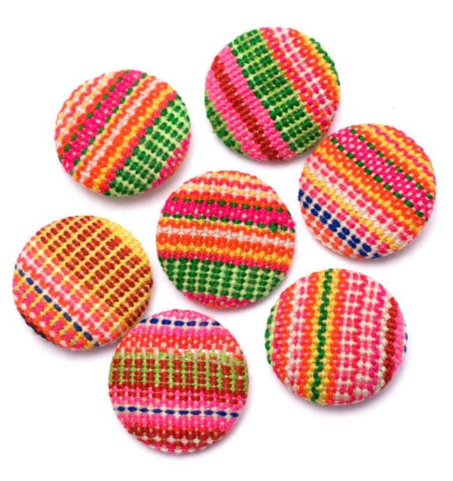 モン族の刺繍ボタン【直径:30mm 3個セット】 - ネオン系 3 - ちょっとづつデザインが異なりますので、ご理解ください。