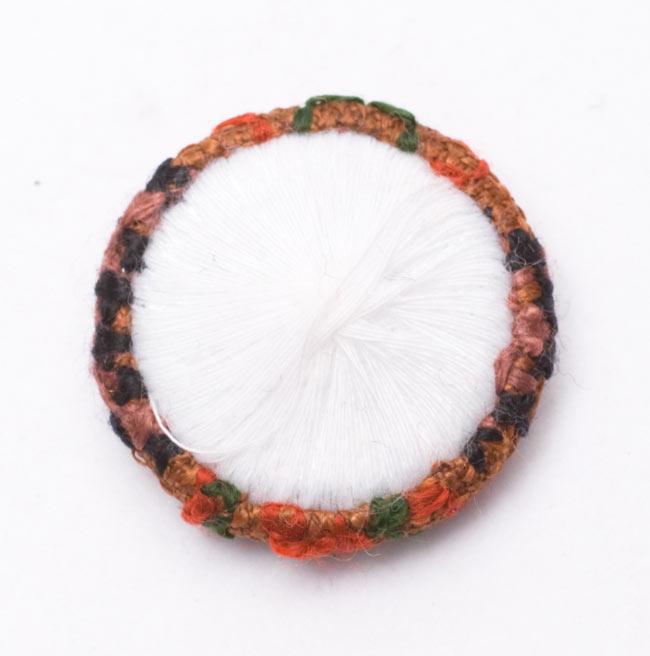 モン族の刺繍ボタン【直径:30mm 3個セット】 - ネオン系の写真4 - 裏面はこんな風になっています。