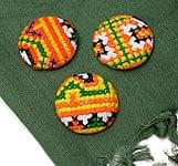 モン族の刺繍ボタン【直径:40mm 3個セット】 - 黄・オレンジ系
