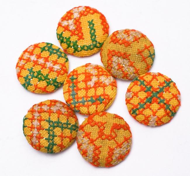 モン族の刺繍ボタン【直径:40mm 3個セット】 - 黄系 3 - ちょっとづつデザインが異なりますので、ご理解ください。