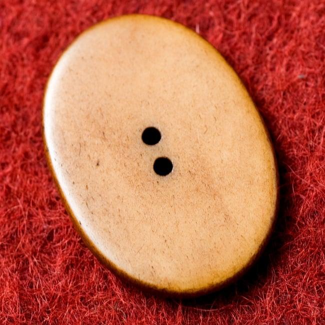 水牛の角ボタン[5個セット] - 約4cm ×約3cm - ぐるぐる 3 - 裏面です。