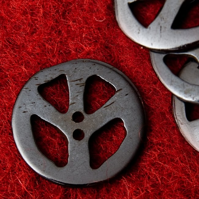 水牛の角ボタン[5個セット] - ピース - 約3cmの写真