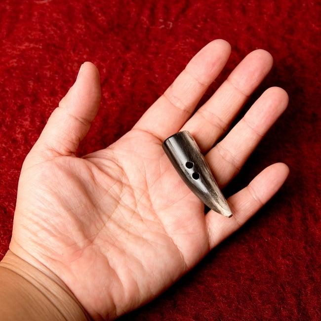 水牛の角ボタン[5個セット] - 約3cm - 角 4 - 手に持つとこのくらいのサイズ感です。