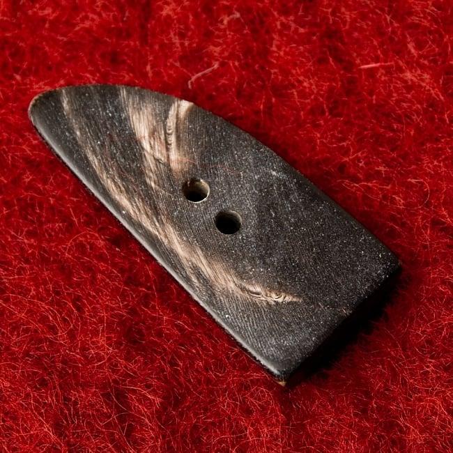 水牛の角ボタン[5個セット] - 太角 - 約4.5cm×約2cm 3 - 裏面です。
