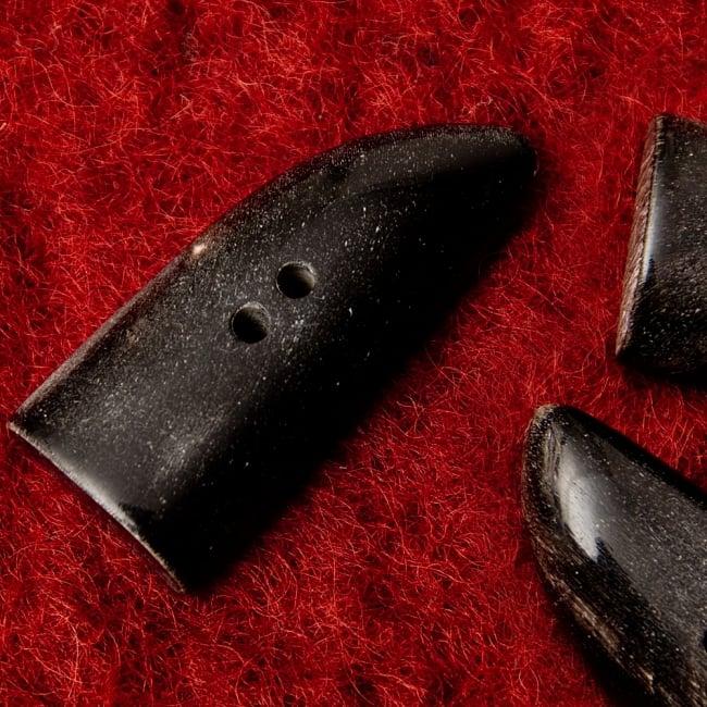 水牛の角ボタン[5個セット] - 太角 - 約4.5cm×約2cmの写真