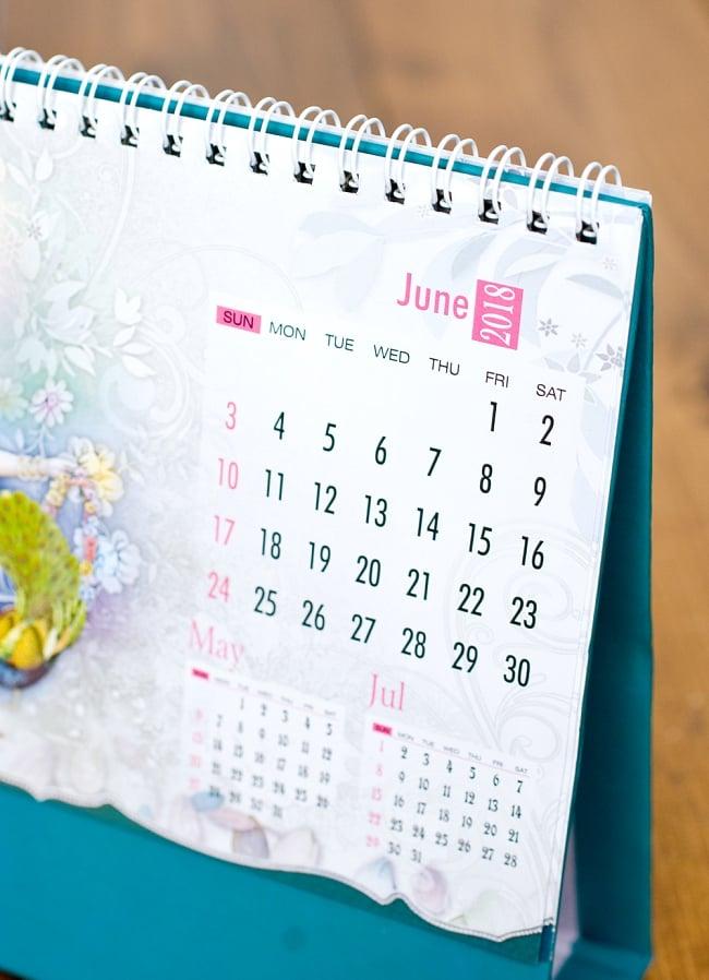 【2018年度版】インドの卓上カレンダー Sri Krishnaの写真5 - 日付の部分を拡大してみました、ところどころ日本とは異なっていて面白いです。