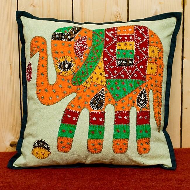 ラジャスタン刺繍のクッションカバー - 象さん【ブラック】 2 - 手縫い刺繍のあたたかみを感じます!