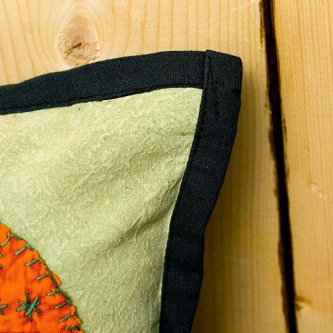 ラジャスタン刺繍のクッションカバー - 象さん【ブラック】 5 - 角はこの様になっています