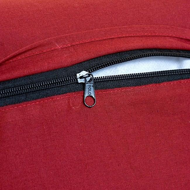 ラジャスタン刺繍のクッションカバー - 象さん【ブラック】 7 - ジップ付きで使いやすいです※色違い商品の写真です
