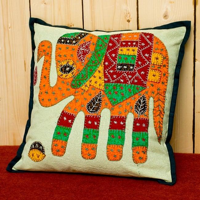 ラジャスタン刺繍のクッションカバー - 象さん【ブラック】の写真