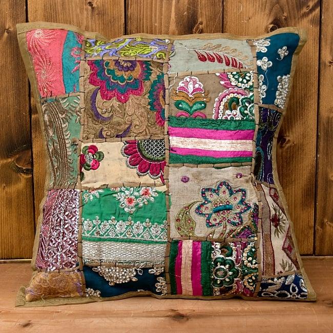 【ラジャスタン刺繍】クッションカバー カーキ系アソートの写真2 - パッチワークや刺繍が大変美しいです!