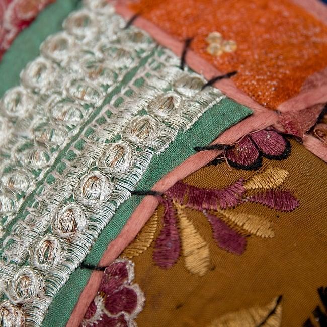 【ラジャスタン刺繍】クッションカバー茶系アソート 3 - アンティーク布を使用しているので、シミやほつれなどある場合がござます。アンティークならではの魅力とご理解頂いた上でお買い求め下さいます様お願いお致します。