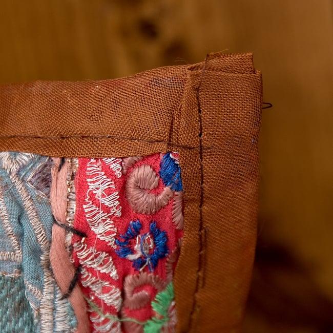 【ラジャスタン刺繍】クッションカバー茶系アソート 4 - 縁はこの様になっています。チープさがインドらしくて素敵です^^