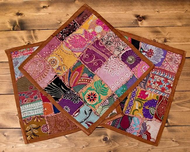 【ラジャスタン刺繍】クッションカバー茶系アソート 6 - アソート例です。 この様な色合いの中から1点をランダムにお送りさせて頂きます。
