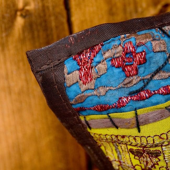 【ラジャスタン刺繍】クッションカバー こげ茶系アソートの写真4 - 縁はこの様になっています。チープさがインドらしくて素敵です^^