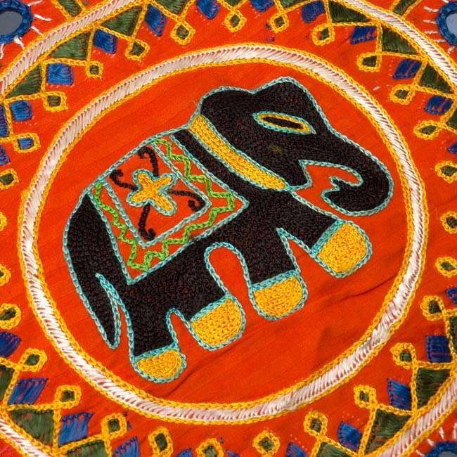 ミラー付き!ラジャスタン刺繍のクッションカバー - 象さん【オレンジ系アソート】の写真2 - 象さんの拡大写真です