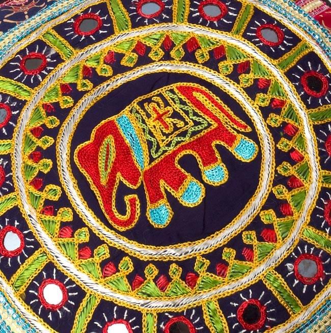 ミラー付き!ラジャスタン刺繍のクッションカバー - 象さん【黒・紺系アソート】 2 - 象さんの拡大写真です