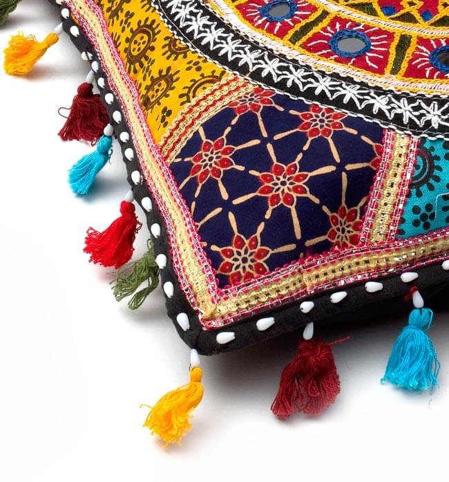 ミラー付き!ラジャスタン刺繍のクッションカバー - 象さん【赤系アソート】の写真3 - 縁の部分になります