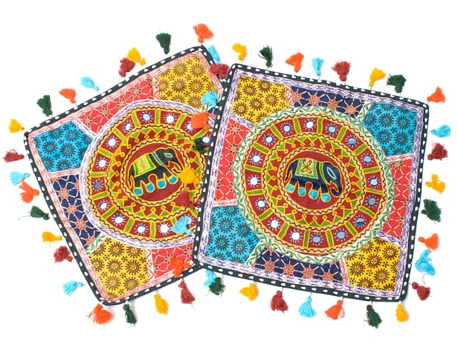 ミラー付き!ラジャスタン刺繍のクッションカバー - 象さん【赤系アソート】 6 - アソート例です