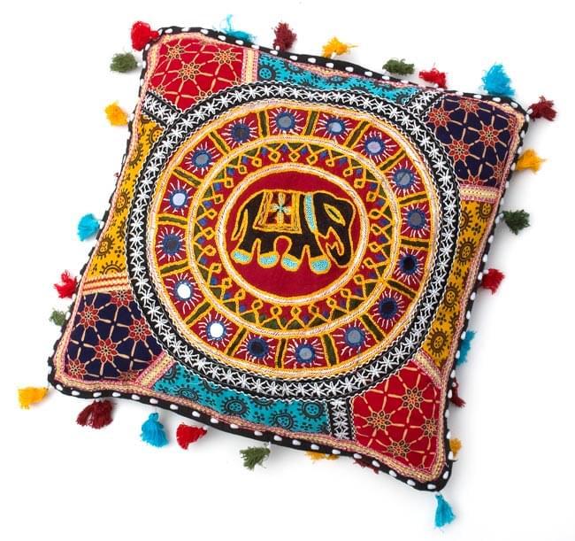 ミラー付き!ラジャスタン刺繍のクッションカバー - 象さん【赤系アソート】の写真