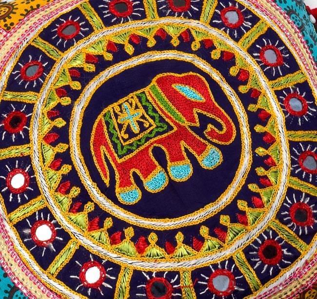 ミラー付き!ラジャスタン刺繍のクッションカバー - 象さん【黒・紺系アソート】の写真2 - 象さんの拡大写真です