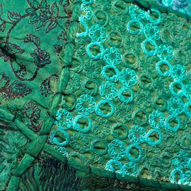 【ラジャスタン刺繍】クッションカバー - 緑系アソートの写真3 - UPにしてみました