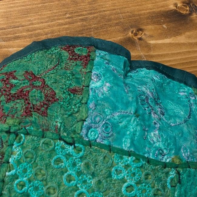 【ラジャスタン刺繍】クッションカバー - 緑系アソートの写真4 - 縁はこのようになっています