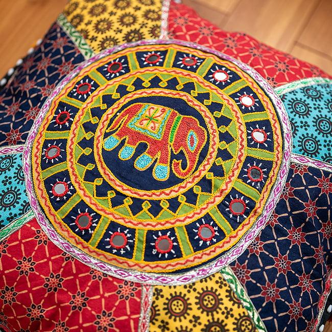 【ミラー付き!・特大】ラジャスタン刺繍の四角いクッションカバー - 象さん【黒系】の写真2 - 象さんの拡大写真です