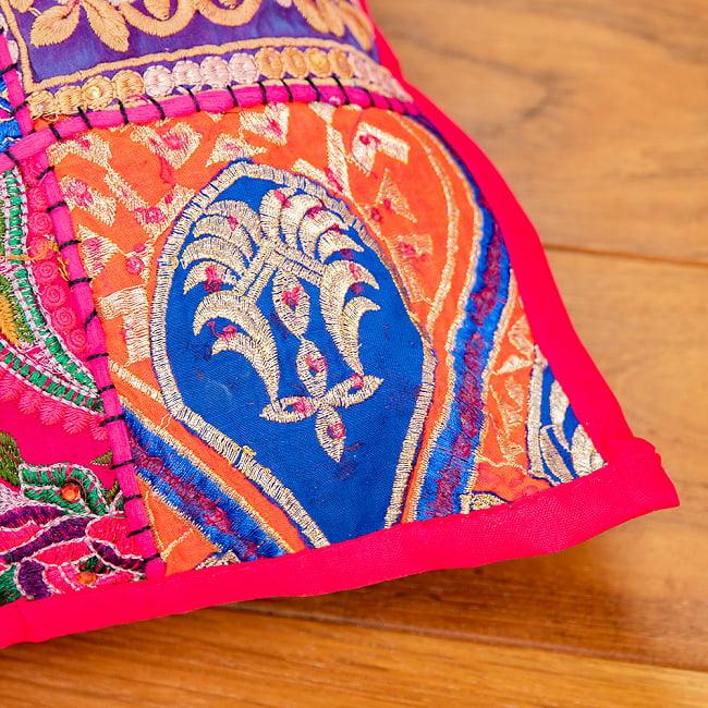 〔アソート〕ラジャスタン刺繍のクッションカバー - マゼンタレッド 3 - 装飾部分に着目してみました。
