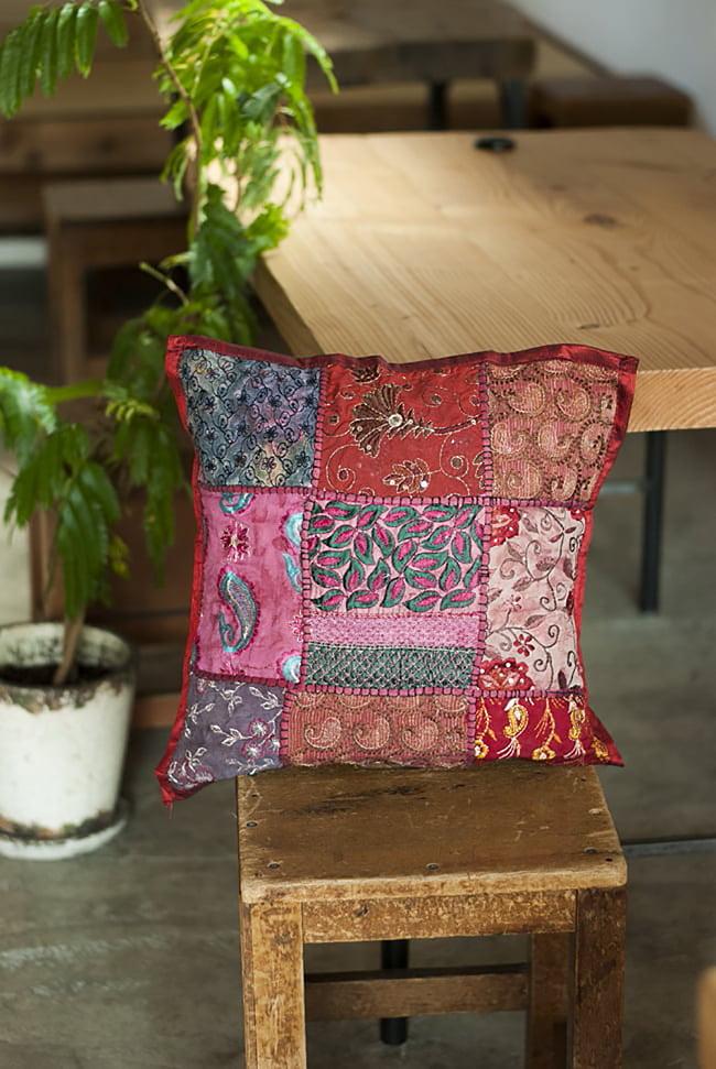 〔アソート〕ラジャスタン刺繍のクッションカバー - マゼンタレッド 7 - お部屋の雰囲気がぐっと変わるアイテムです。