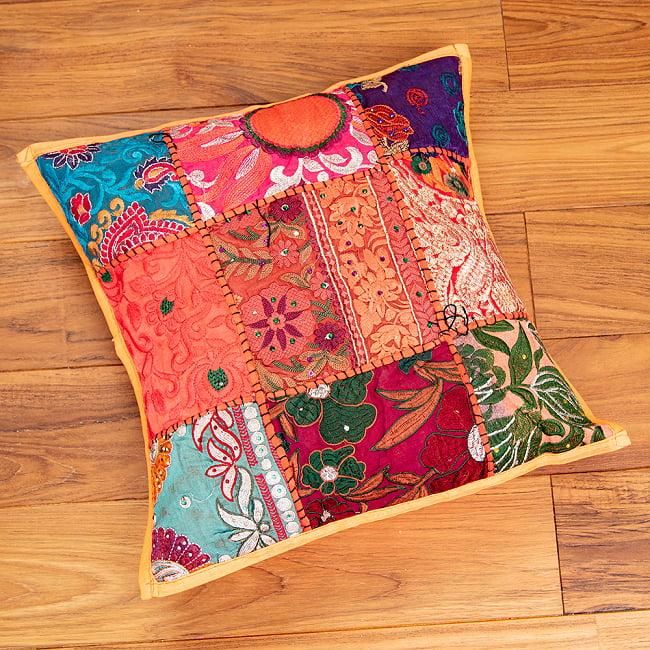 〔アソート〕ラジャスタン刺繍のクッションカバー - オレンジ 2 - 全体を見てみました。