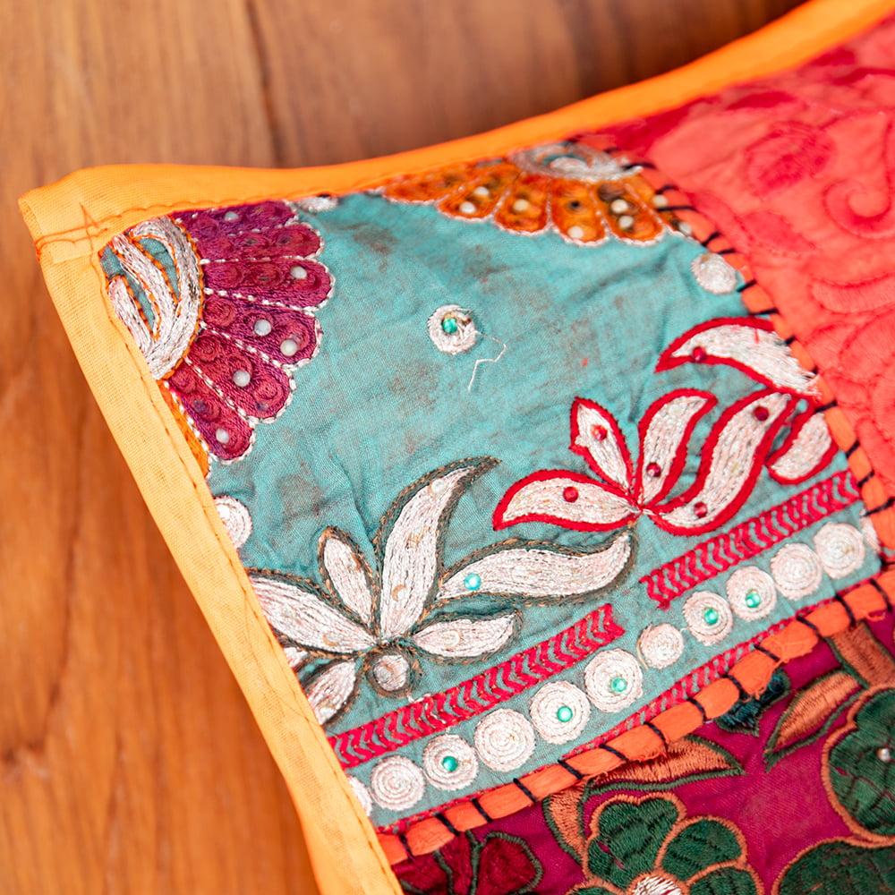 〔アソート〕ラジャスタン刺繍のクッションカバー - オレンジ 3 - 角の部分を見てみました。