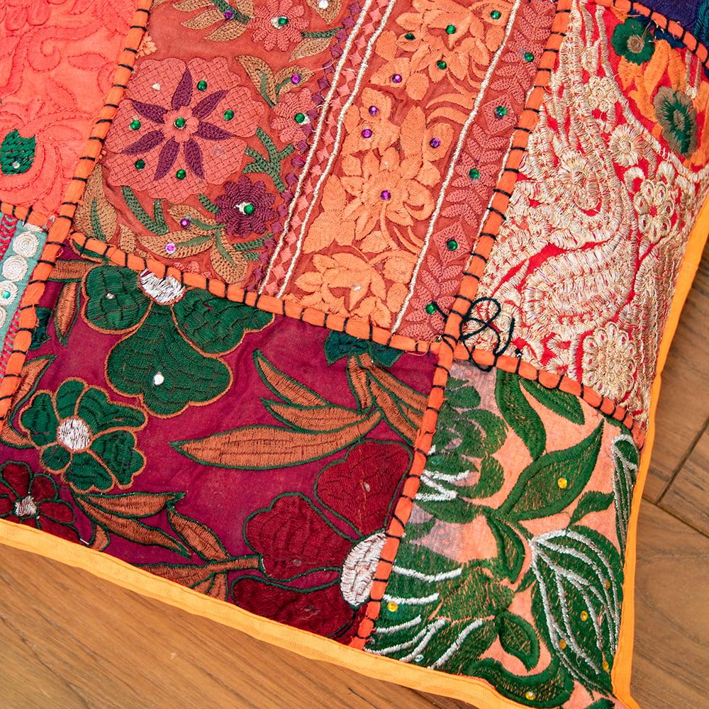 〔アソート〕ラジャスタン刺繍のクッションカバー - オレンジ 4 - 砂漠地方独特のデザインです。