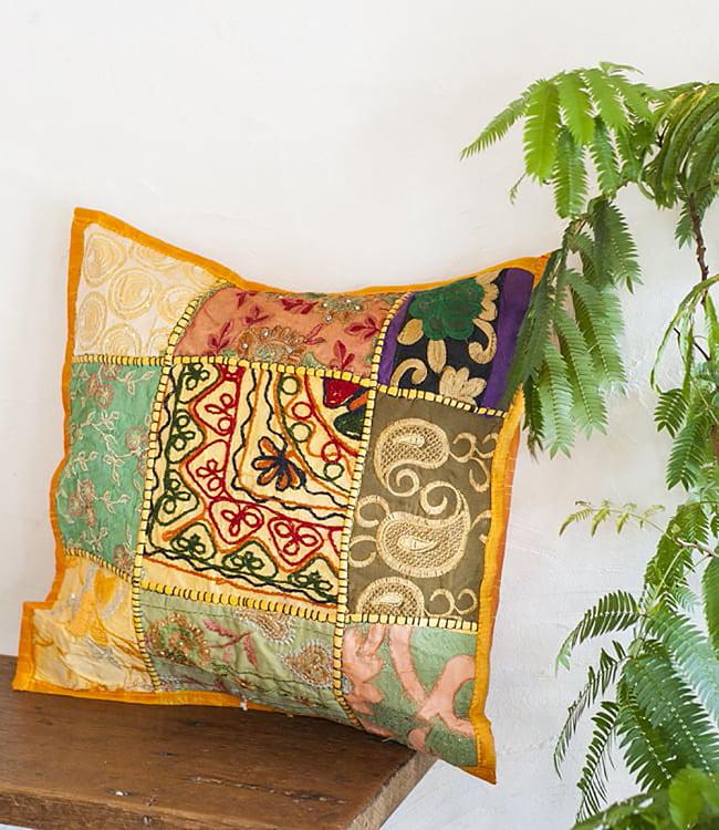 〔アソート〕ラジャスタン刺繍のクッションカバー - オレンジ 7 - お部屋の雰囲気をぐっと変えてくれるアイテムです