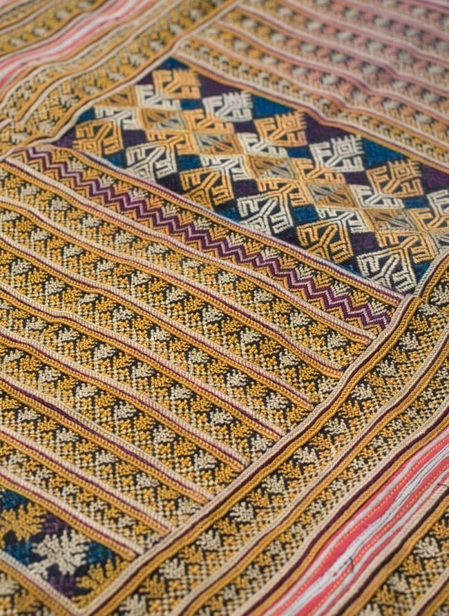美術品クラスのモン族刺繍のクッションカバー[一点もの] 5 - 刺繍のアップです
