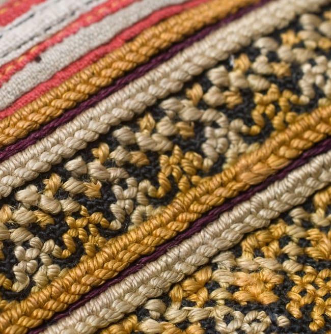 美術品クラスのモン族刺繍のクッションカバー[一点もの] 9 - 刺繍のアップです