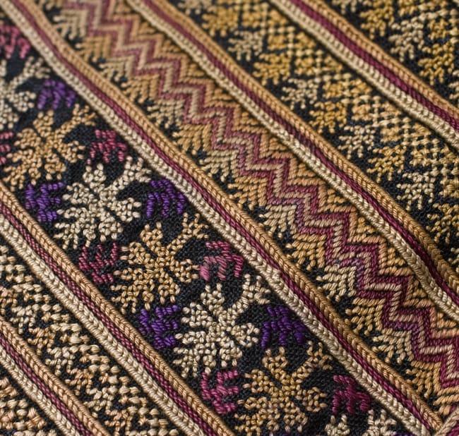 美術品クラスのモン族刺繍のクッションカバー[一点もの] 6 - 刺繍のアップです