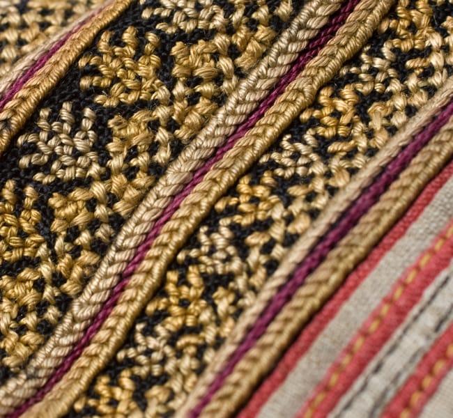 美術品クラスのモン族刺繍のクッションカバー[一点もの] 8 - 刺繍のアップです