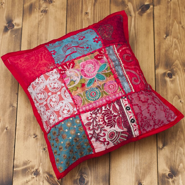 〔アソート〕ラジャスタン刺繍のクッションカバー - 赤 2 - 全体を見てみました。