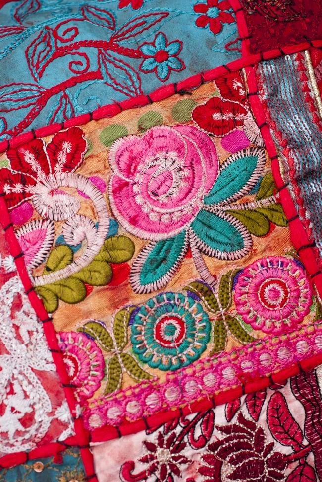 〔アソート〕ラジャスタン刺繍のクッションカバー - 赤 3 - 装飾部分に着目してみました。