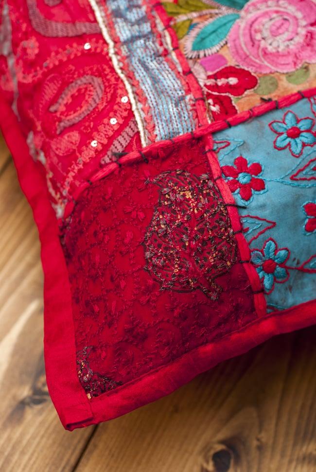 〔アソート〕ラジャスタン刺繍のクッションカバー - 赤 4 - 角の部分の様子です。
