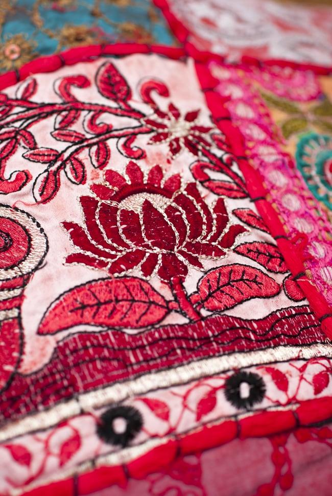 〔アソート〕ラジャスタン刺繍のクッションカバー - 赤 5 - 砂漠地方の細かな手芸です。
