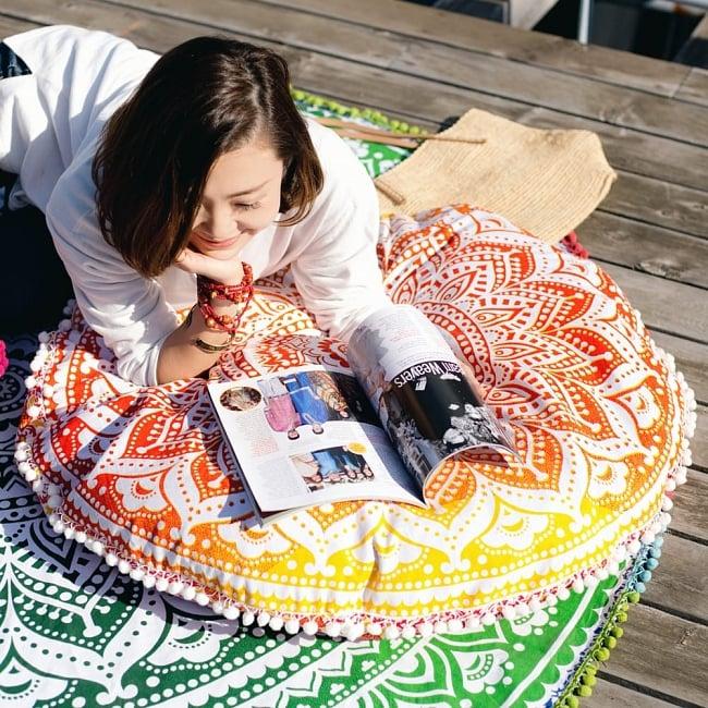 特大サイズ!マンダラ丸型クッションカバー【約90cm】 3 - 包み込まれる大きさ