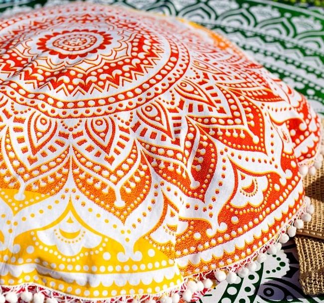 特大サイズ!マンダラ丸型クッションカバー【約90cm】の写真8 - とても綺麗な配色とエスニック感が素敵です